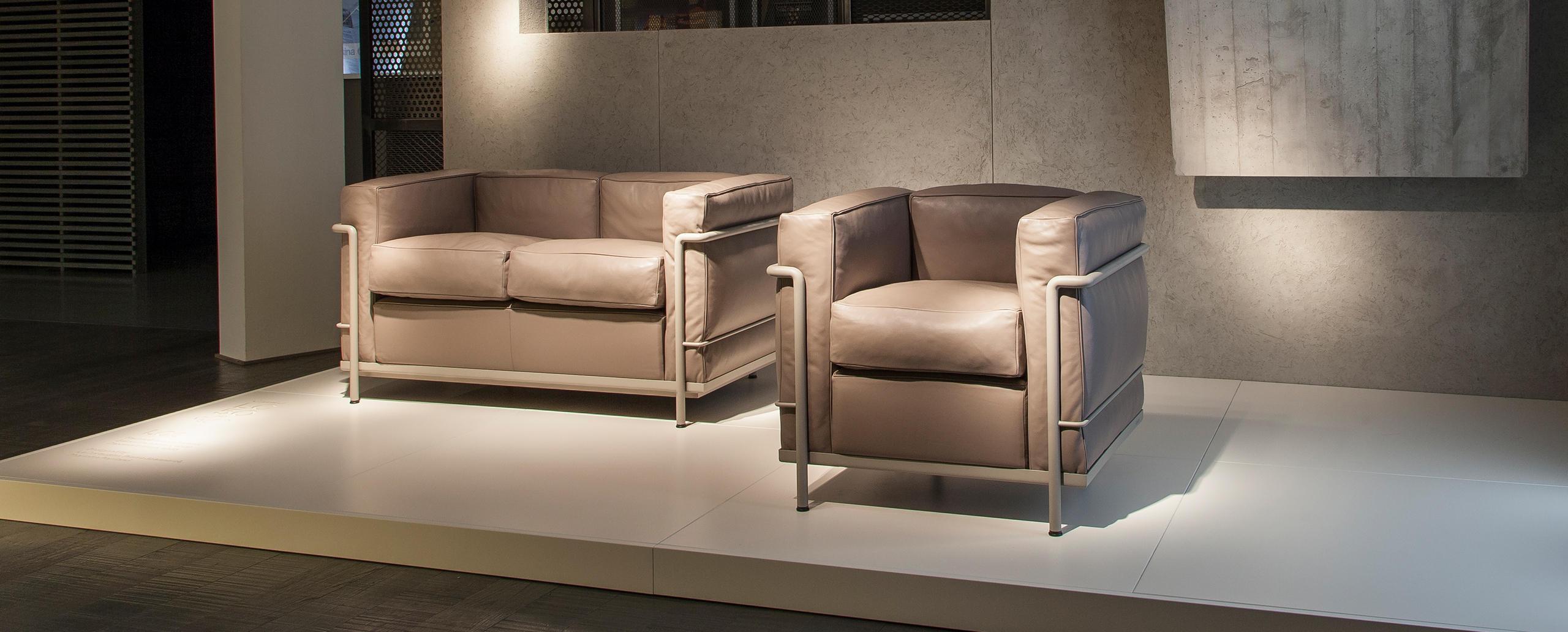lc2 cassina le corbusier. Black Bedroom Furniture Sets. Home Design Ideas