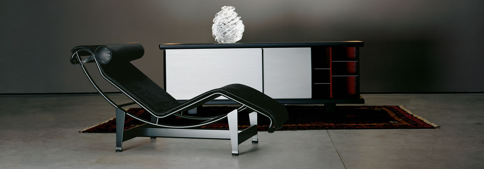 lc4 le corbusier cassina. Black Bedroom Furniture Sets. Home Design Ideas