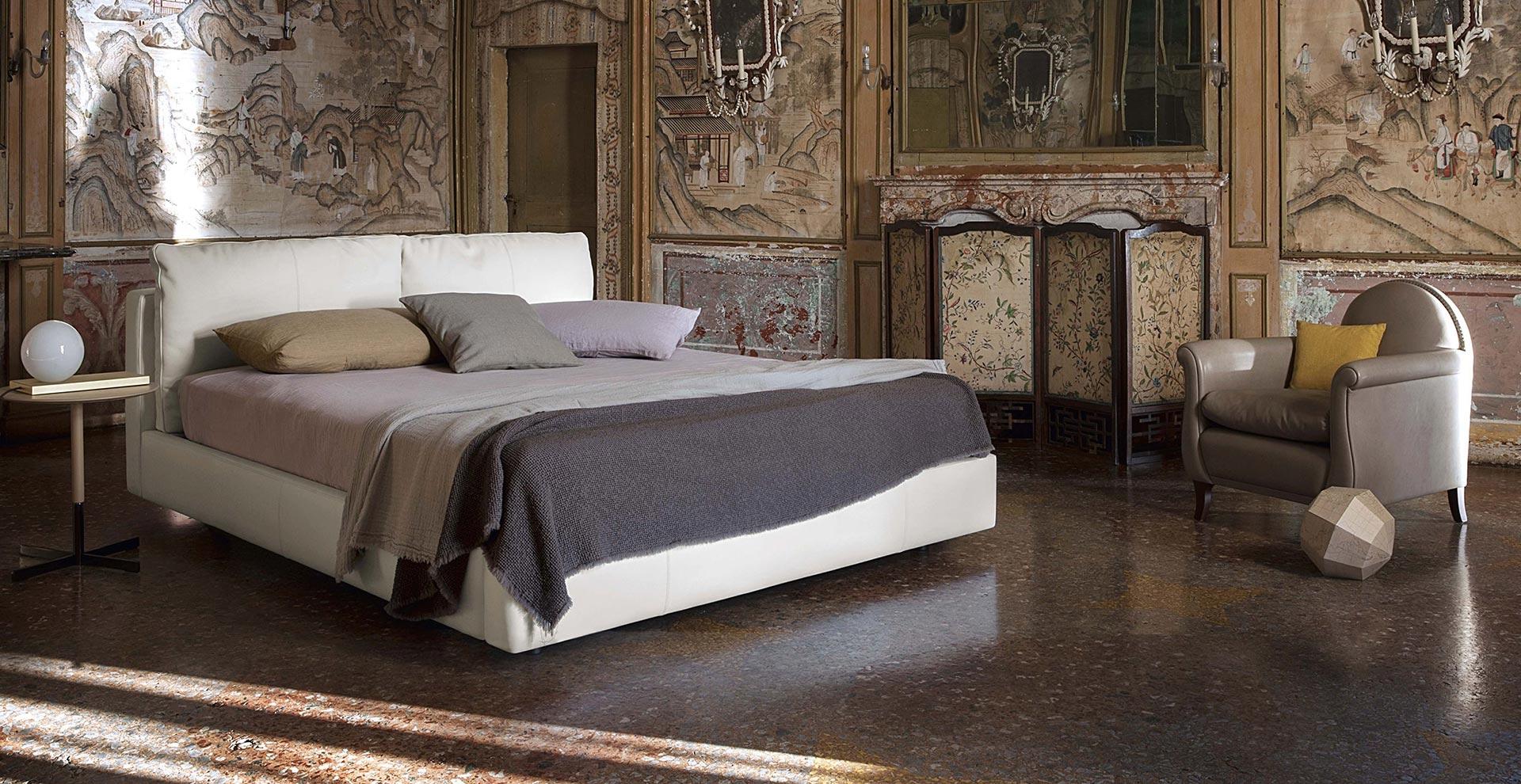 Massimosistema bed poltrona frau bett massimosistema bed for Sedie baxter usate