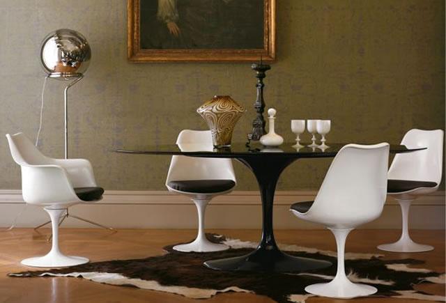 Saarinen Table Knoll International