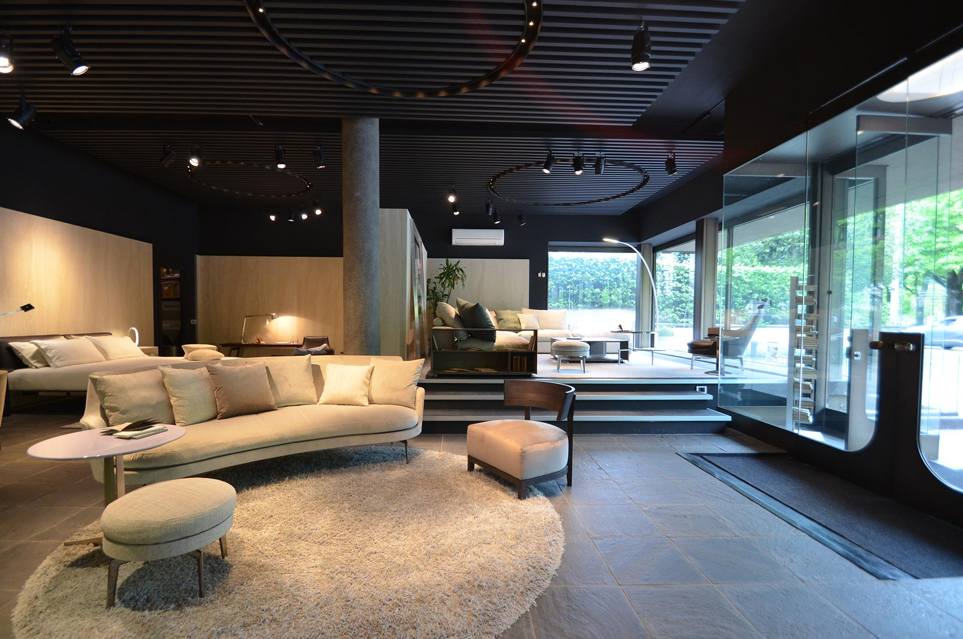 Gerosa design showroom como lago showroom como for Design lago